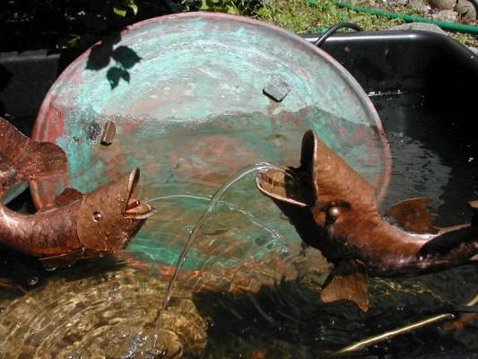 2 fish fountain